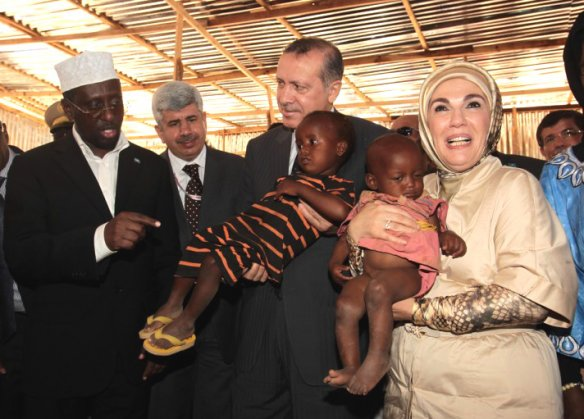 Turkish PM visits Somali camp. Photo: Worldbulletin.net