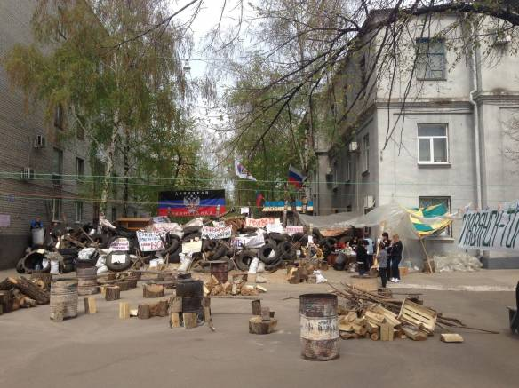 Barricades in Slavyansk. Photo: Aleksandr Sirota, Wikipedia