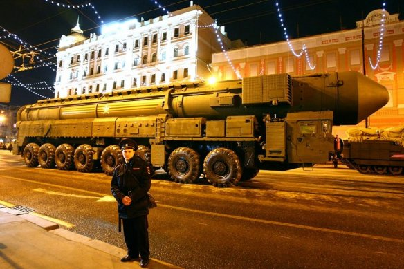 XXL-missiles are again rolling on Moscow streets. Photo Novaya gazeta.