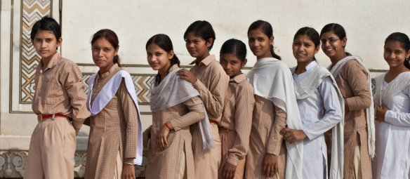 A school outing in Taj Mahal. Photo: Jason Miklian, PRIO
