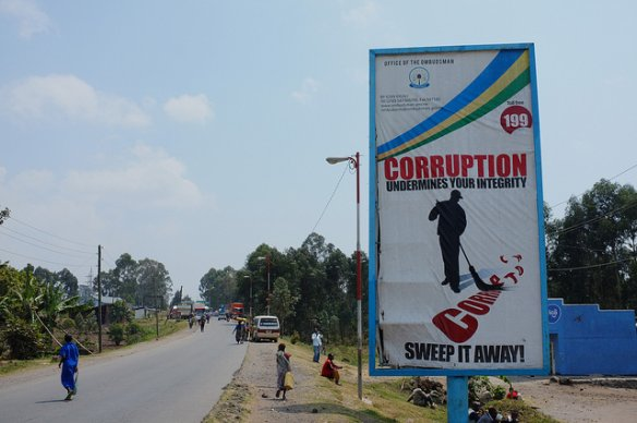 An anti-corruption billboard near the Rwanda-Uganda border crossing (Photo: Fred Inklaar via Flickr)