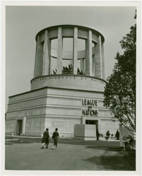 The world wars changed the conditions of international peace politics. here, the League of Nations building at the world fair in 1939.