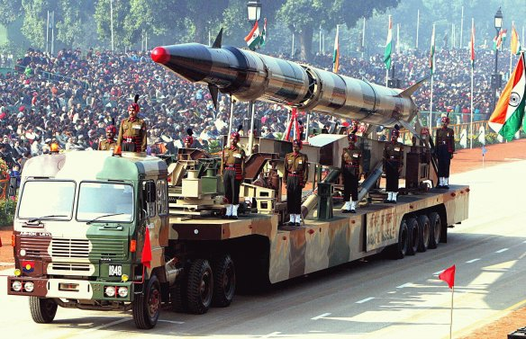 An Indian Agni-II intermediate range ballistic missile on a road-mobile launcher, displayed at the Republic Day Parade on New Delhi's Rajpath, January 26, 2004. Photo: Antônio Milena